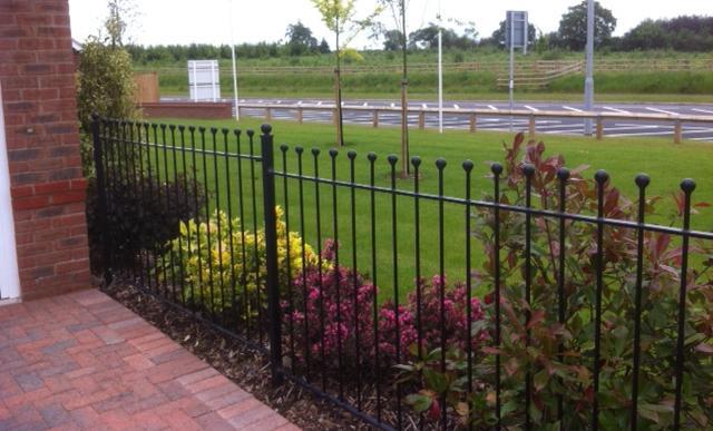 Types Of Front Garden Fencing: Garden Fencing